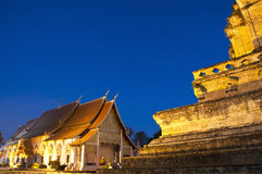 Templo maravilhoso de Wat Chedi Luang do Pagoda Fotografia de Stock