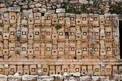 Templo maya en Kabah imagen de archivo
