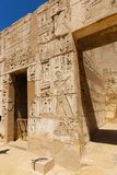 Templo Medinet Habu em Luxor imagens de stock