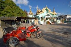 Templo motorizado del triciclo. Foto de archivo libre de regalías