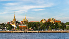 Templo na montanha de Khao Takeab em Tailândia imagem de stock royalty free