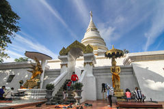 Templo na montanha de Khao Takeab em Tailândia Imagens de Stock Royalty Free
