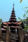 Templo negro viejo en Sagaing Mandalay, Myanmar marzo de 2017 Foto de archivo libre de regalías
