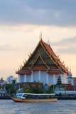 Templo no beira-rio de Chao Phraya Imagens de Stock