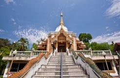 Templo no fundo do céu azul Foto de Stock