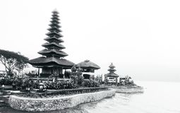 Templo no lago fotografia de stock royalty free