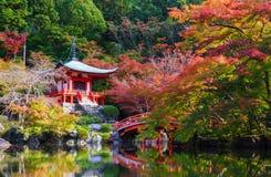 Templo no outono, Kyoto de Daigoji, Japão