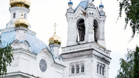 Templo o iglesia cristiano ruso almacen de metraje de vídeo