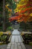Templo para acoger con satisfacción otoño Foto de archivo