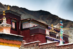 Templo pela costa norte do lago de DangQiongCuo Imagens de Stock Royalty Free