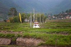 Templo pequeno em campos de almofada imagens de stock royalty free
