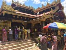 Templo perto de Mandalay (Myanmar) Imagens de Stock