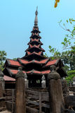 Templo preto velho em Sagaing Mandalay, Myanmar março de 2017 Foto de Stock Royalty Free