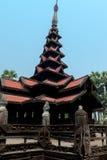 Templo preto velho em Sagaing Mandalay, Myanmar março de 2017 Imagem de Stock Royalty Free