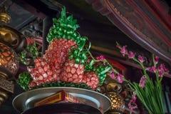 Templo que oferece na forma dos abacaxis no templo da literatura em Hanoi, Vietname Imagens de Stock