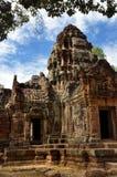 Templo quebrado en el som de Wat TA Imagenes de archivo