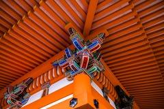 Templo rojo del japonés del haz Foto de archivo libre de regalías