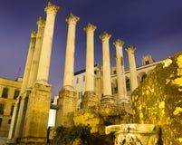 Templo romano antiguo por la tarde Foto de archivo libre de regalías