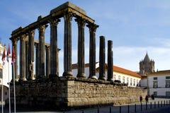 Templo romano en Evora, Portugal. Foto de archivo
