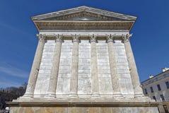 Templo romano, Maison Carree, en Nimes Francia imagen de archivo libre de regalías