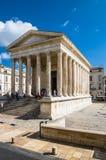 Templo romano Maison Carree na cidade de Nimes, França Fotografia de Stock