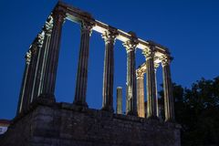 Templo Romano Roman temple from the side at night in the city Stock Photo