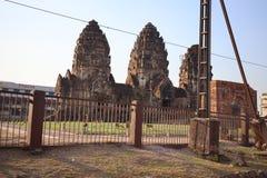 Templo tailandés antiguo construido con el ladrillo, fondo del cielo imagen de archivo libre de regalías