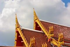 Templo tailandés del ápice del aguilón fotos de archivo libres de regalías