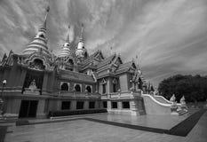 Templo tailandés en blanco y negro Imágenes de archivo libres de regalías