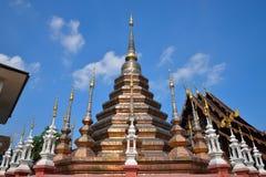 Templo tailandés en el chiangmai, Tailandia Imagen de archivo libre de regalías