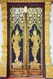 Templo tailandés tradicional de la puerta del estilo Fotos de archivo libres de regalías