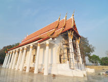 Templo tailandés y cielo azul Fotografía de archivo libre de regalías