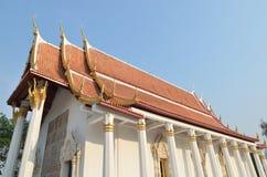 Templo tailandés y cielo azul Imágenes de archivo libres de regalías