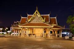 Templo tailandês em a noite Fotos de Stock