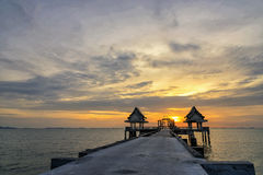 Templo tailandês no mar Imagens de Stock Royalty Free