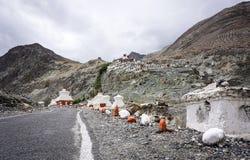 Templo tibetano en la montaña en Ladakh, la India Fotografía de archivo libre de regalías