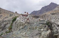 Templo tibetano en la montaña en Ladakh, la India Foto de archivo