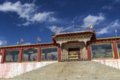Templo tibetano en Litang, Sichuan, China Foto de archivo