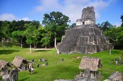 Templo我, Tikal的,危地马拉Gran广场 免版税图库摄影