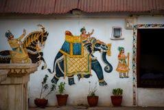 Templo Udaipur, la India Fragmentos de paredes Elefante Foto de archivo