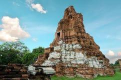 Templo velho do pagode de buddha com o céu branco nebuloso em Ayuthaya Tailândia Imagem de Stock Royalty Free