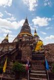 Templo velho do pagode de buddha com o céu branco nebuloso em Ayuthaya Tailândia Imagens de Stock Royalty Free