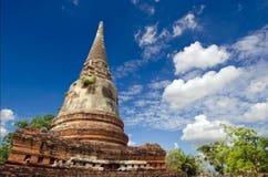 Templo velho do pagode de buddha com o céu nebuloso em Ayuthaya Tailândia Fotos de Stock