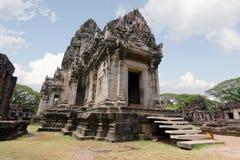 Templo velho do pagode de buddha com o céu nebuloso em Ayuthaya Tailândia Imagem de Stock Royalty Free