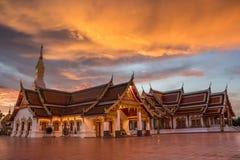 Templo, Wat Phra That Choeng Chum imagens de stock