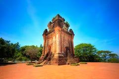 Templos antiguos de la gente del Cham en Phu Yen Province, Vietnam imagen de archivo libre de regalías