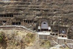 Templos budistas antigos da rocha em Ajanta Fotos de Stock Royalty Free