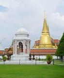 Templos budistas na área grande do palácio Fotografia de Stock