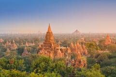 Templos de Bagan durante salida del sol, Myanmar Imágenes de archivo libres de regalías