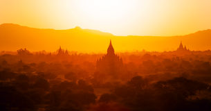 Templos de bagan en la puesta del sol, Birmania (myanmar) Imagen de archivo